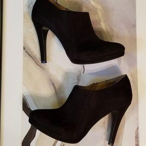 Nwot merona black heeled booties size 9